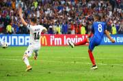 Griezmann and Payet Snatch Late Victory