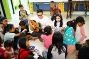 With Bigo Live, Aviwkila Entertain Children on Under Cikini Bridge