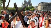 Paris Easter Mass-goers pray for Notre Dames reconstruction