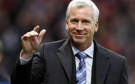 Newcastle Terpuruk Pardew Optimis Tak Dipecat