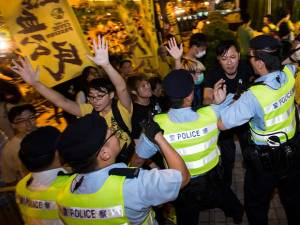 China Tolak Pemilu Langsung, Demo di Hong Kong Ricuh
