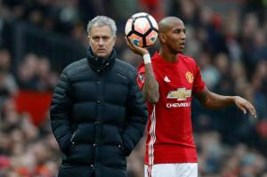 Ashley Young Pertimbangkan Tawaran Klub China