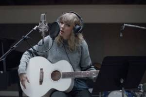 Alasan Taylor Swift Syuting Klip di London