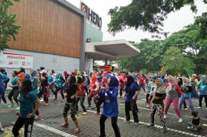 Senam Zumba Semarakkan Freshen up Your Day di Hero Bintaro