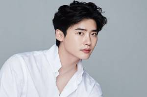 Lee Jong Suk dan YNK Entertainment Putus Kontrak