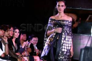 Tex Saverio Pamerkan Koleksi Autum Winter 2014 di FHOF 2014