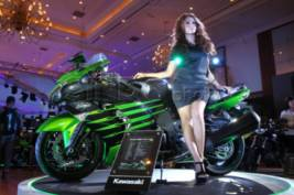 Model-model Cantik di Indonesia Motorcycle Show (IMOS) 2014