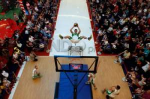 Slam Dunk Face Team Hibur Pengunjung Baywalk Mall Pluit