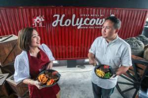 Steak Hotel by HOLYCOW Rayakan HUT Ke-9