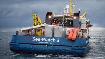 Italy allows 10 migrants to leave German Sea-Watch boat
