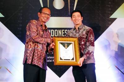 WOM Finance Raih Penghargaan Indonesia Financial Top Leader 2019