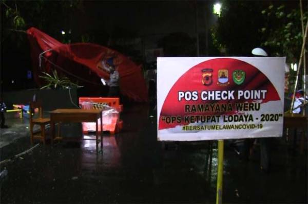 Dua Tenda Pos Penjagaan PSBB Terbang Diterjang Angin Kencang