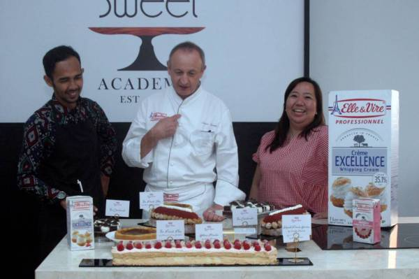 Demo masak Excellence Reveals Your French Touch