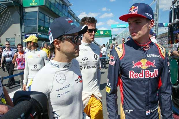 Felipe Massa (kiri-Williams) dengan Max Verstappen (Red Bull Racing) di F1 GP Australia. (Foto-Sutton Images)