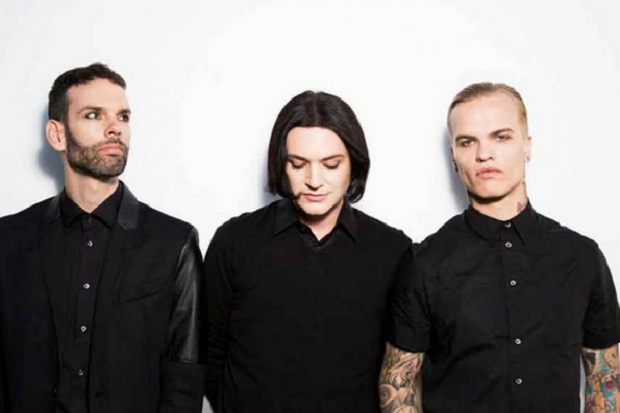 Placebo Tandai 20 Tahun Album Without You Im Nothing