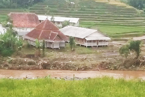 Subhanallah... This Boarding School Untouched Garut Flash Floods