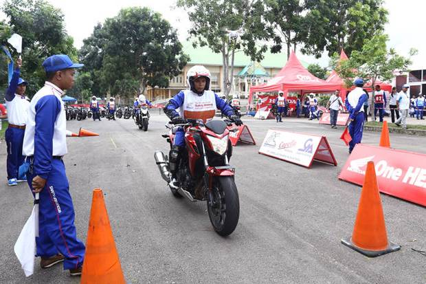 Instruktur Safety Riding Indonesia Pertajam Kemampuan, Latihan Intensif