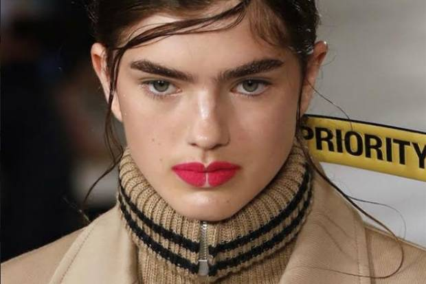 Tren Make Up Negative Space di Paris Fashion Week