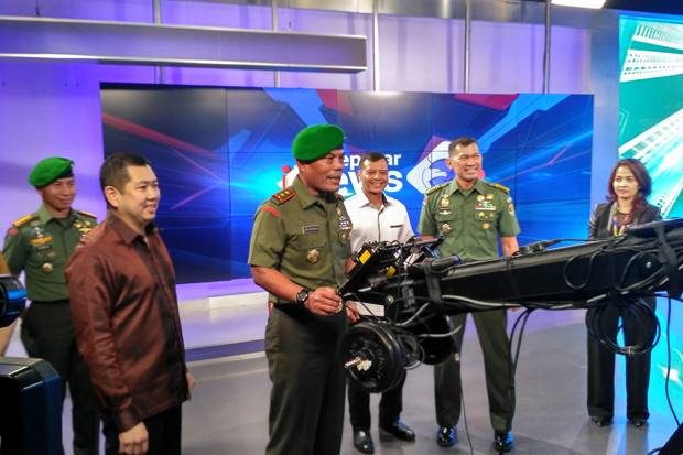 Saat Pangdam Jaya Operasikan Kamera TV di iNews Center