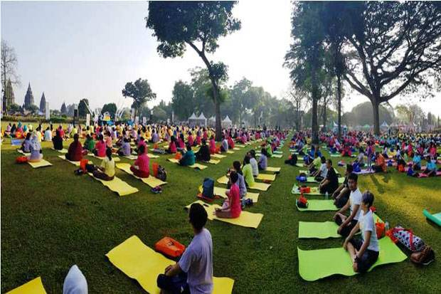 Ribuan Peserta Ramaikan Prambanan International Yoga Day