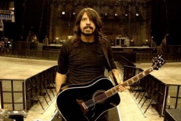 Dave Grohl Tampil di Album Queens of the Stone Age