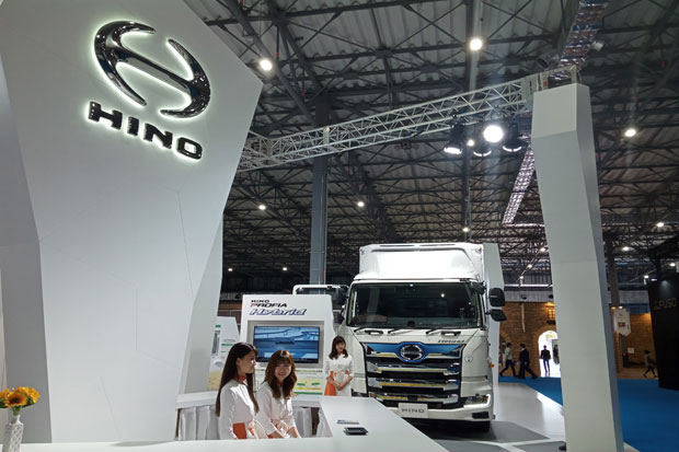 Hino Usung Tema Transporting Every Happiness di TMS 2019