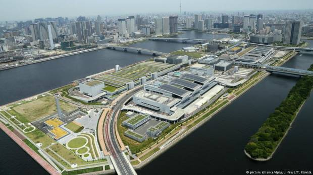 Tokyos new fish market opens on waterfront