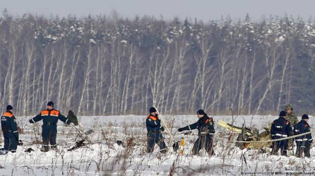 Investigators hunt for clues to deadly Russian jet crash