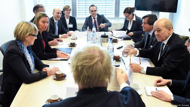Divided EU foreign ministers meet to discuss Syria plan