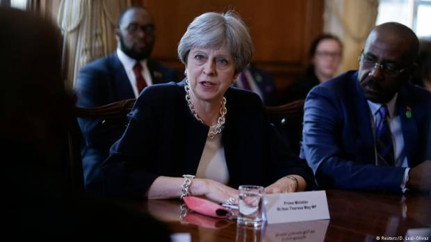 UKs Theresa May apologizes to Caribbean Windrush Generation for clampdown