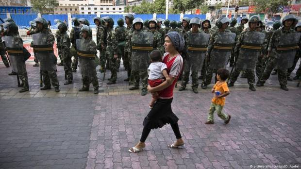 Chinas Xinjiang region legalizes Muslim internment camps
