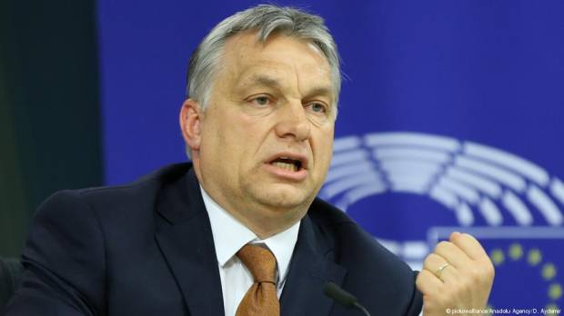 Hungarys Viktor Orban pushes for anti-migrant bloc to counter France and Germany