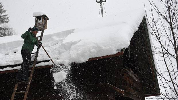 Fresh avalanche threats end brief respite for the Alps