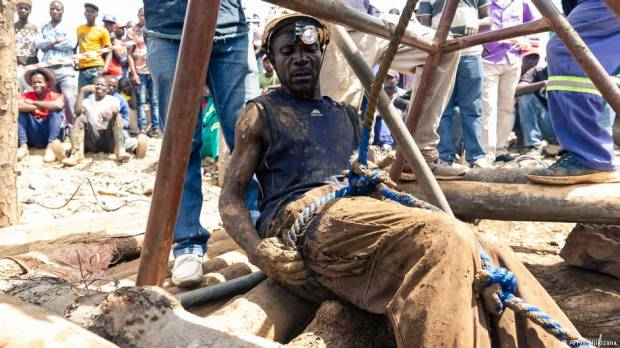 Zimbabwe: Several miners plucked from flooded gold mine