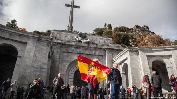 Spain orders Franco family to transfer dictators remains