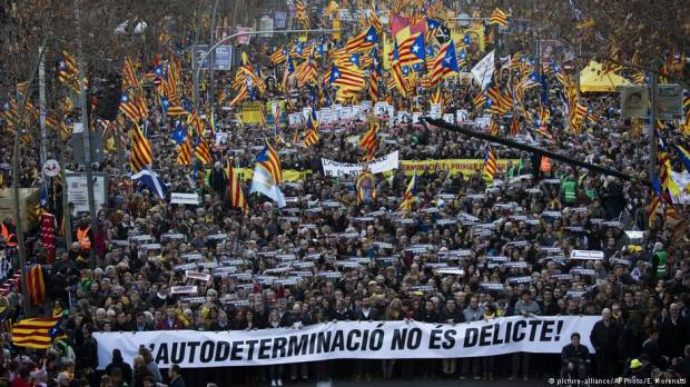 Spain: Catalonia trial protests draw 200,000 people