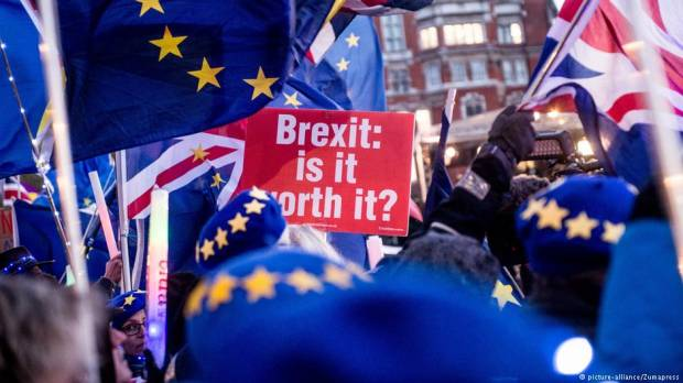 British lawmakers vote to reject no-deal Brexit by 321 to 278