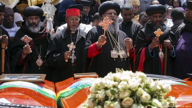 Ethiopians hold mass funeral for plane crash victims