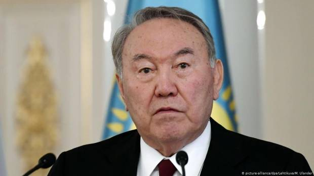 Kazakhstans long-serving President Nazarbayev will step down