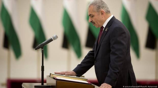 New Palestinian government forgets heritage clause while swearing in