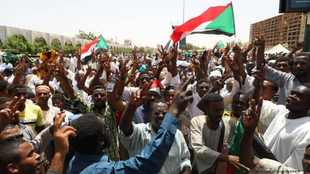 Sudan: Army rulers, protesters agree on 3-year transition period
