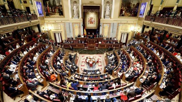 Spanish parliament suspends jailed Catalan lawmakers