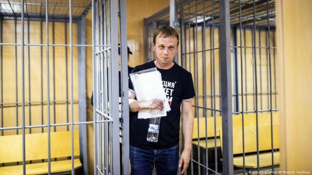 Russia drops charges against journalist Golunov, suspends arresting officers