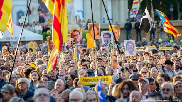 Jailed Catalan separatist leaders deny violence, call for dialogue as trial ends