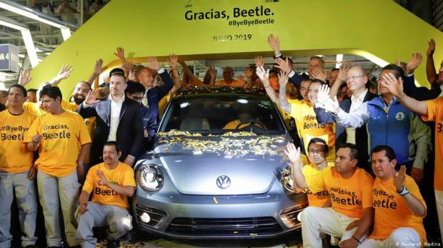 Final VW Beetle drives off Mexico factory floor