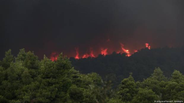 Greece: Villages evacuated as wildfires rage