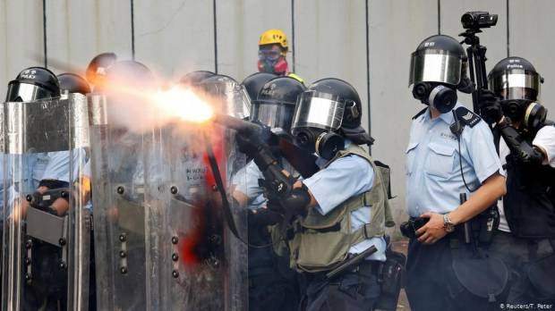 Hong Kong: Angela Merkel calls for peaceful solution to unrest