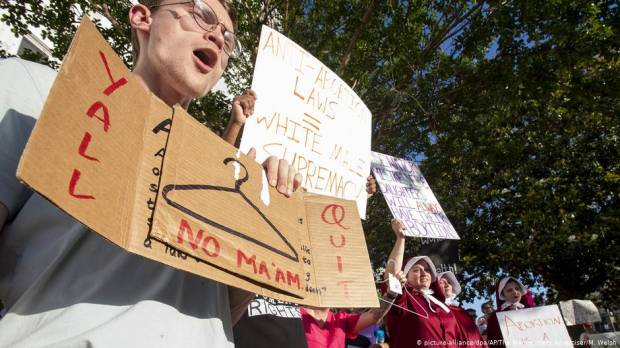 Opinion: Strict US anti-abortion laws harm women