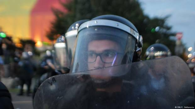 Why are police clashing with expats in Romania?