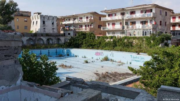 Italy: Seaside getaway turns into dumping ground for migrants